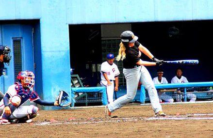 Vrouwen honkballers op trainingskamp naar Japan