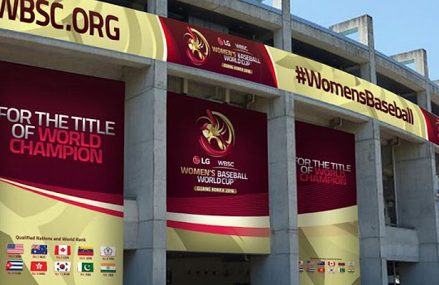 Vrouwenhonkballers op WK tegen Japan