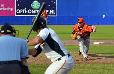 Pitcher Jim Ploeger in actie.