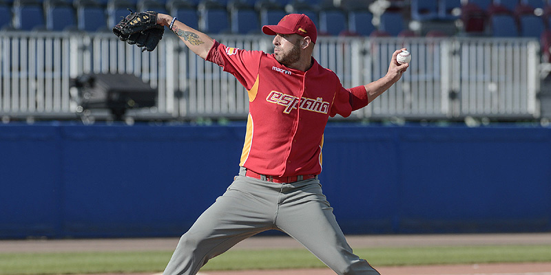 De Venezolaanse pitcher Antonio Noguera in actie voor Spanje in de wedstrijd tegen Italië.