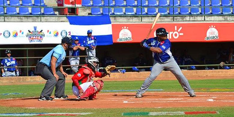 Curt Smith aan slag voor Nicaragua tijdens de eerste wedstrijd van de Serie Latinoamericana.
