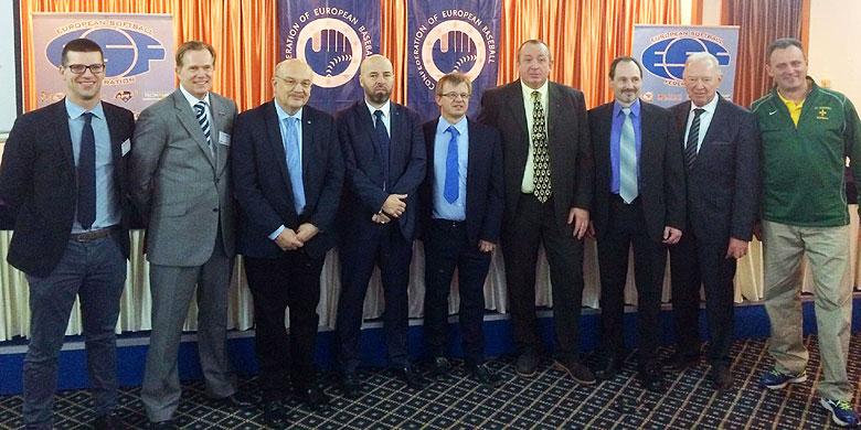 Het nieuwe bestuur van de CEB met als vierde van links de nieuwe voorzitter Didier Seminet. Tweede van links in het Nederlandse bestuurslid Roderick Balk.