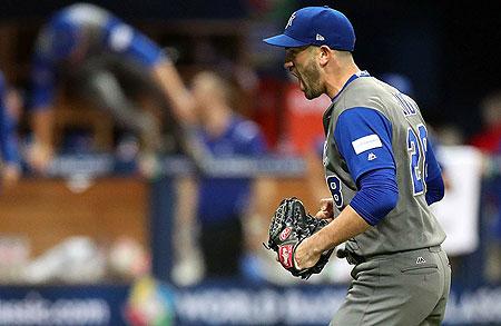 Vreugde bij winnend pitcher Josh Zeid.