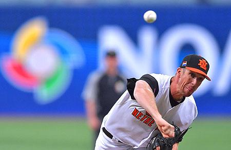 Pitcher Mike Bolsenbroek gooide drie solide innings.