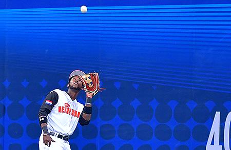 Jurickson Profar in actie als midvelder tijdens de World Baseball Classic.