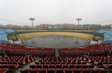Overzicht van het Fukushima Azuma Baseball Stadium.