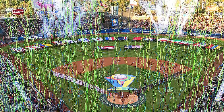 De vlaggenceremonie voorafgaand aan de finale van de World Baseball Classic.