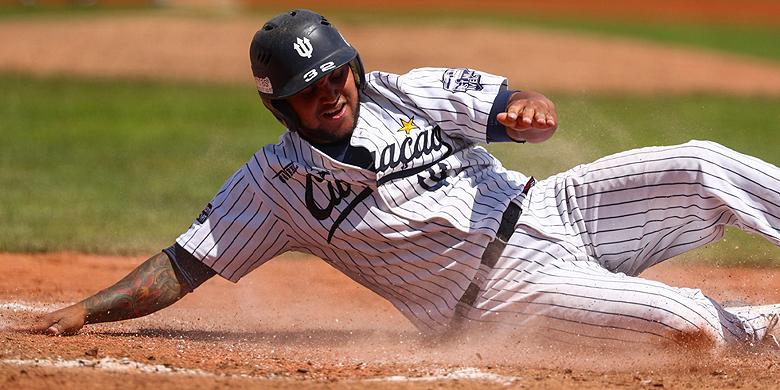 Christian Diaz maakte donderdag zijn hoofdklassedebuut als startend pitcher en scoorde dit weekeinde viermaal voor Curaçao Neptunus.