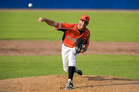 Pitcher Mike Bolsenbroek in actie voor Oranje.