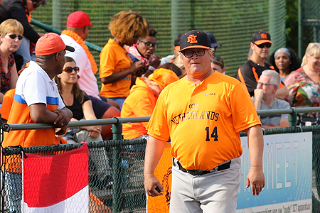 Eric de Vries keerde tijdens het EK als pitching-coach terug in een nationaal team.