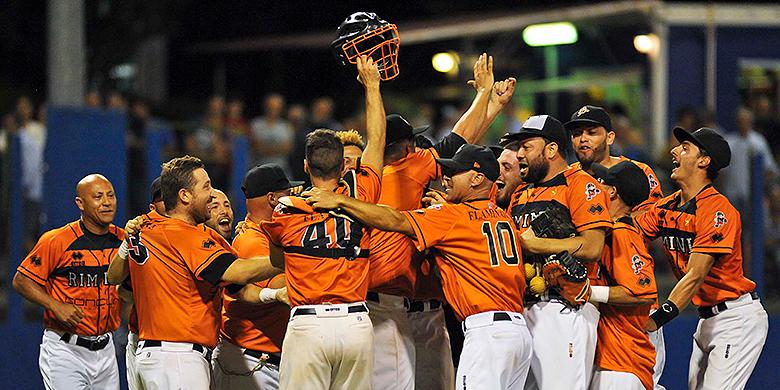 Vreugde bij de spelers van Rimini na het bereiken van de Italian Baseball Series.