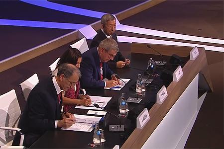 De handtekeningen worden gezet onder de overeenkomsten voor Parijs 2024.