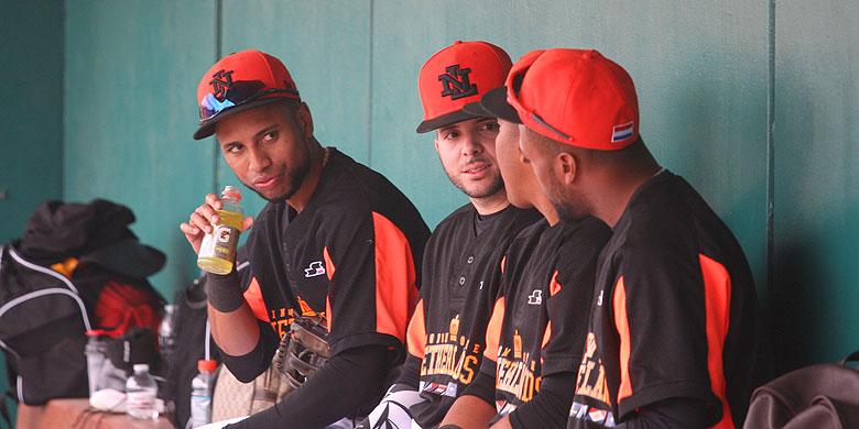 Phildrick Llewellyn (tweede van rechts) tijdens één van de oefenwedstrijden van Oranje dit jaar in Arizona.
