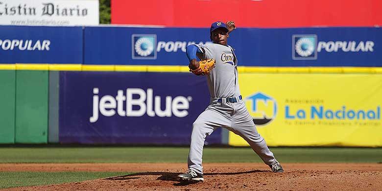 Pitcher Cerilio Soleana voor Curaçao in actie tijdens de Central American and Caribbean Games.