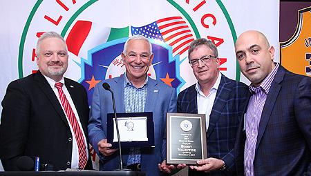 FIBS-voorzitter Andrea Marcon met enkele gasten tijdens het diner van de  Italian American Baseball Foundation.