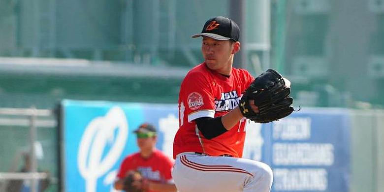 De Japanse pitcher Riki Saito in actie voor Asian Islanders.