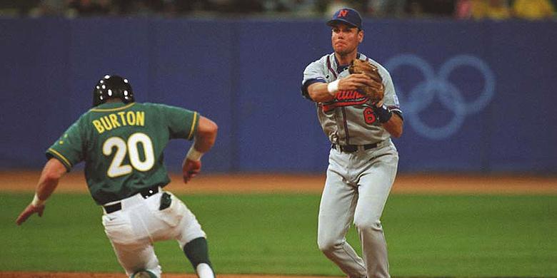 Robert Eenhoorn in actie in de wedstrijd tegen Australië tijdens de Olympische Spelen van 2000 in Sydney.