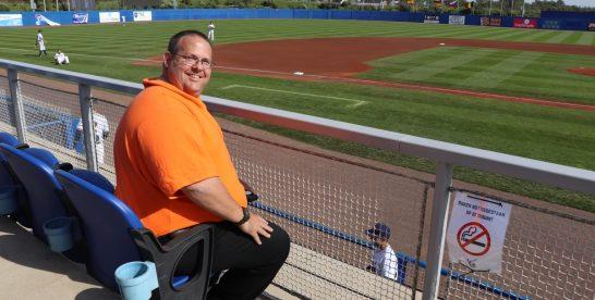 Amerikaan bezoekt 688 honkbalstadions, waaronder Hoofddorp