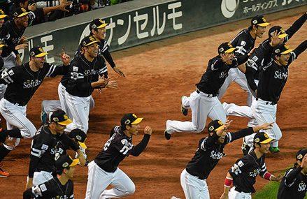 Van den Hurk leidt Hawks naar Japanse titel