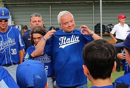 Bondsvoorzitter Andrea Marcon richt zich tot de jeugd van Italië.