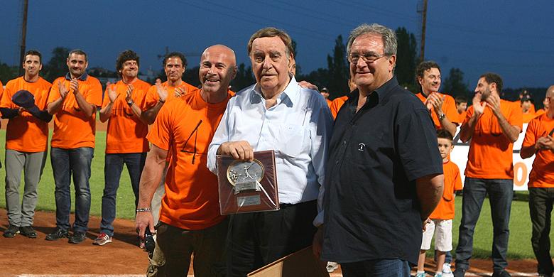 Riccardo Fraccari (rechts) bij de viering van de tachtigste verjaardag van de Rino Zangheri (midden).