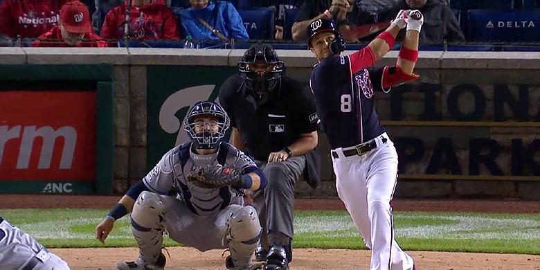 Carter Kieboom haalt uit voor een homerun in zijn allereerste wedstrijd in de Major League.