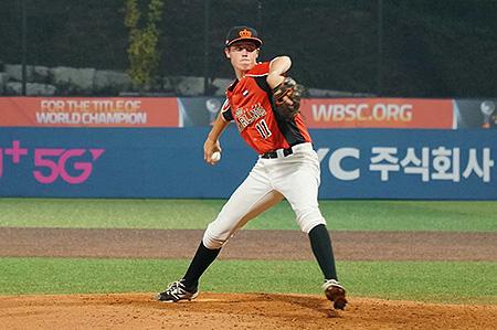 Scott Prins werd na zes uitstekende innings winnend pitcher voor het Koninkrijksteam.