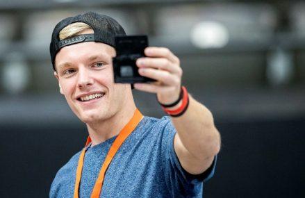 Vlogger Enzo Knol maakt kennis met honkbal