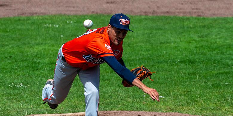 Pitcher Jan Evertse in actie voor Twins Oosterhout.